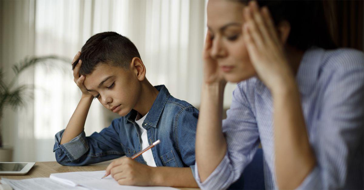 E' giusto fare i compiti insieme ai nostri figli? La risposta della psicologa Stefania Andreoli