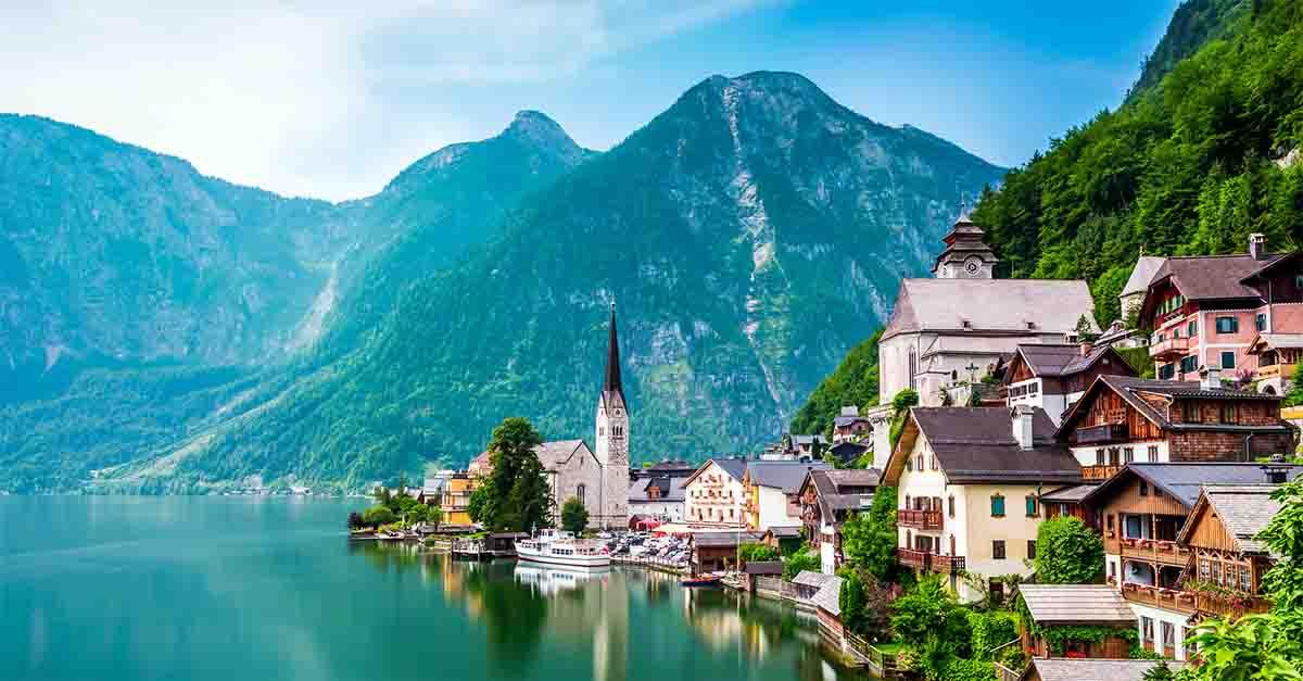 """Austria, Arendelle di """"Frozen"""" esiste davvero ed è invasa dai turisti"""
