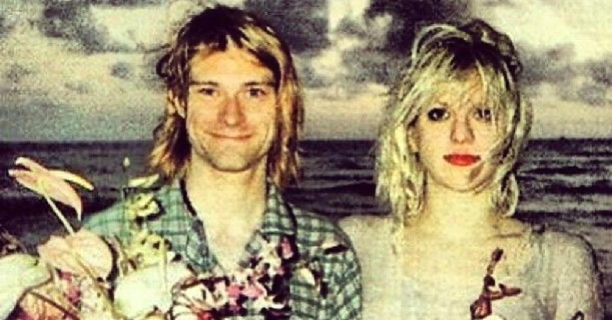 28 anni fa il matrimonio con Kurt Cobain (in pigiama): il ricordo di Courtney Love