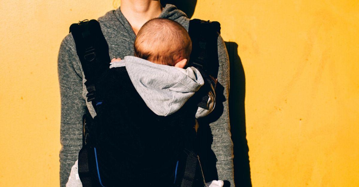 I migliori marsupi per tenere vostro figlio in braccio senza l'aiuto delle mani