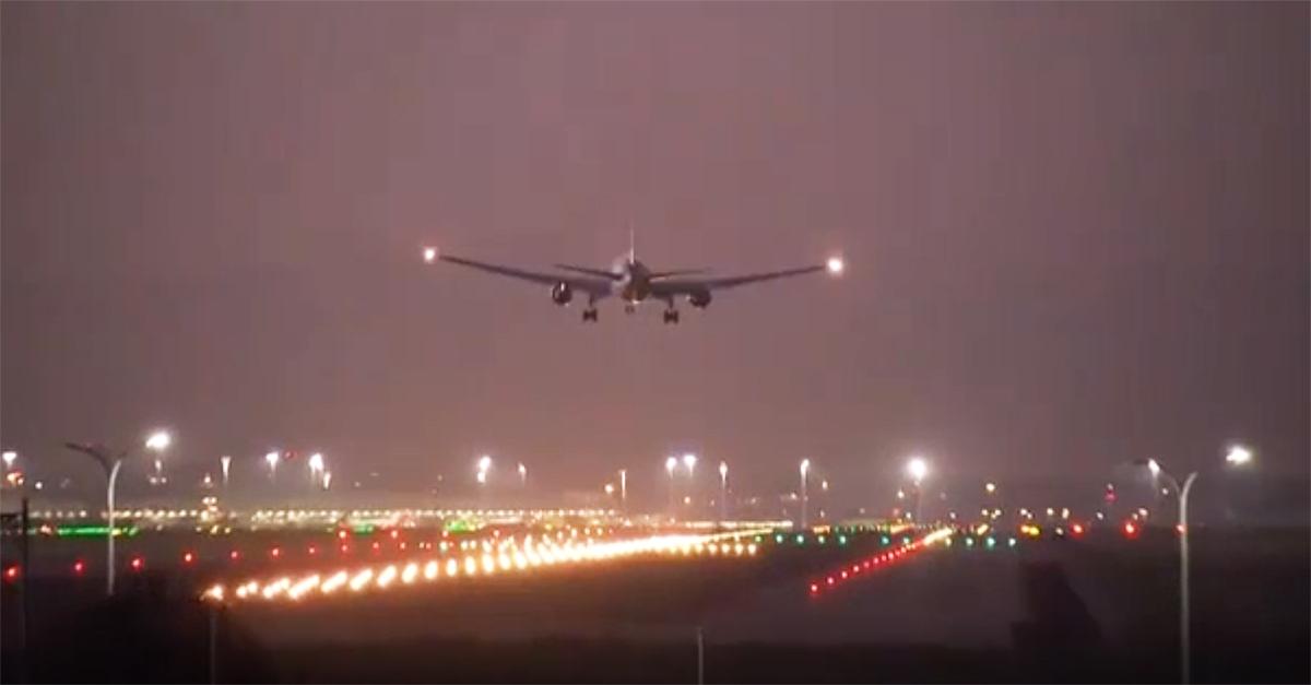 Madrid, l'atterraggio d'emergenza del volo Air Canada diretto a Toronto