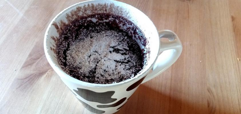Il tortino al cioccolato che si prepara in un minuto: la ricetta