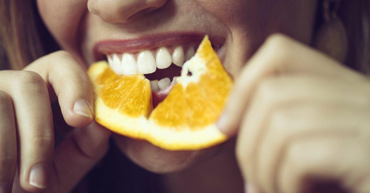 """""""Non è vero che la vitamina C protegge dal coronavirus"""". Il dottore a Radio DEEJAY"""