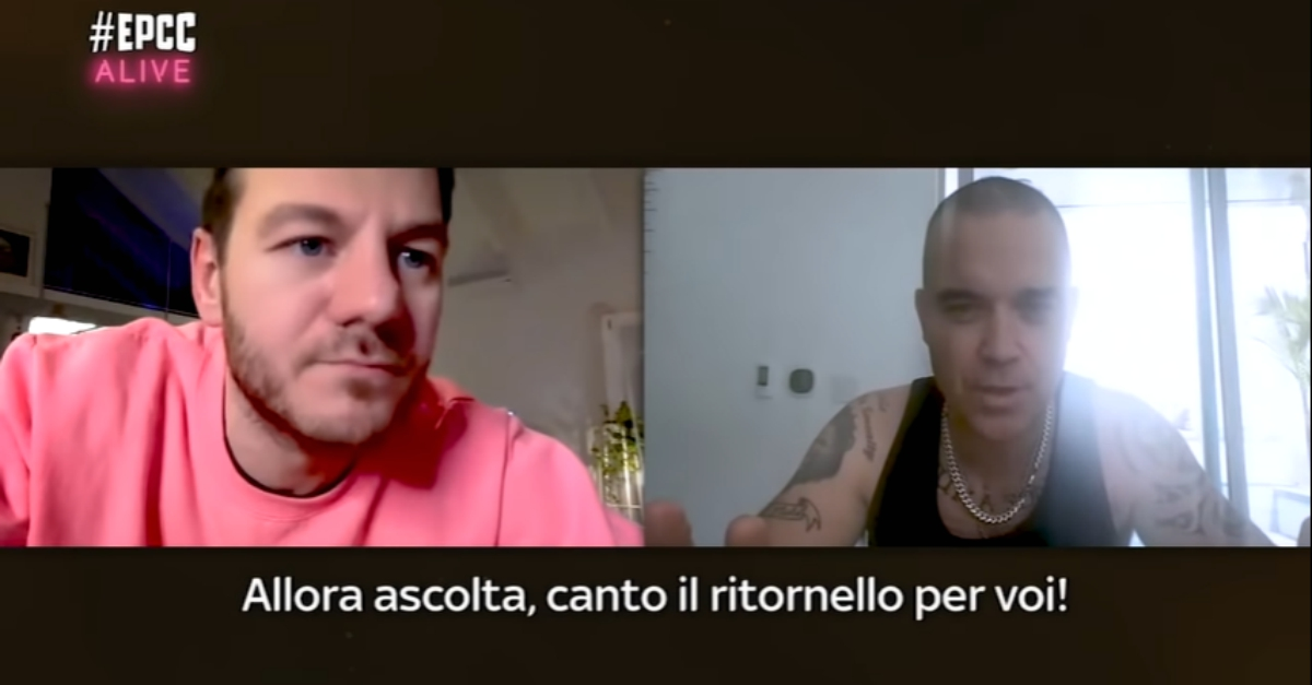 "Robbie Williams canta ""Strong"" in video chat con Ale Cattelan a EPCC ALIVE"