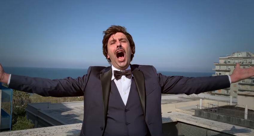 """Checco Zalone, ecco la canzone della quarantena: """"L'immunità di gregge"""""""