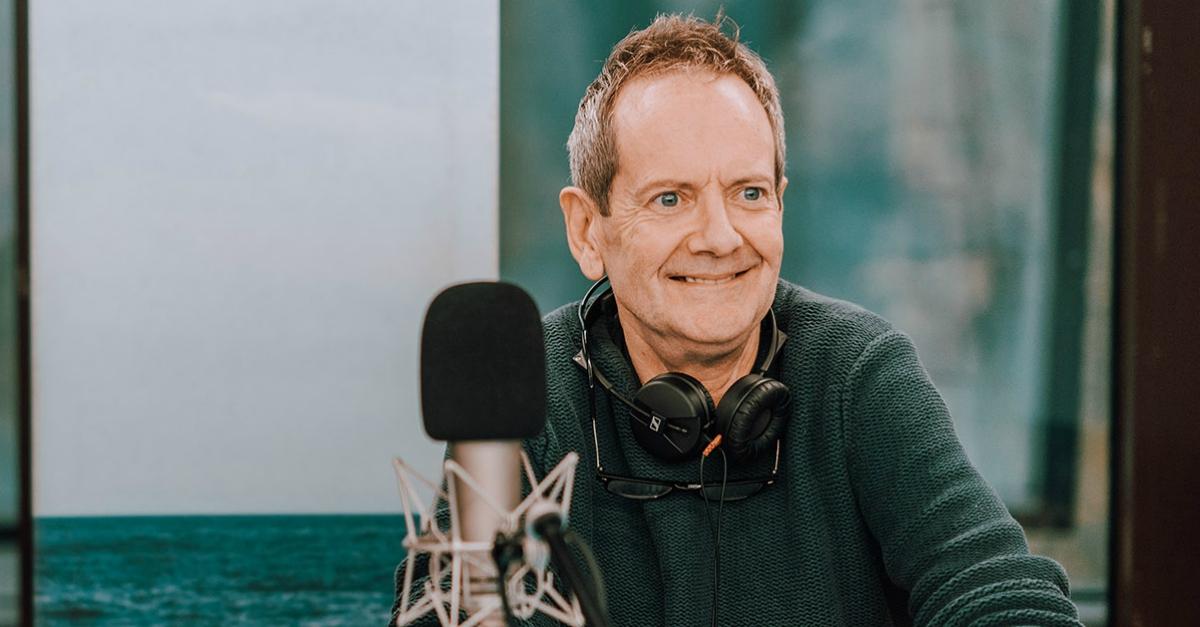 Addio John Peter Sloan: ascolta quando traduceva i proverbi in dialetto su Radio DEEJAY