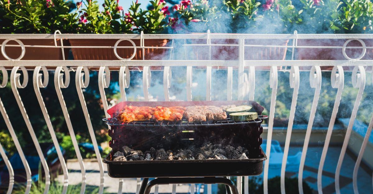 Come fare il barbecue perfetto a casa (in balcone o in giardino)