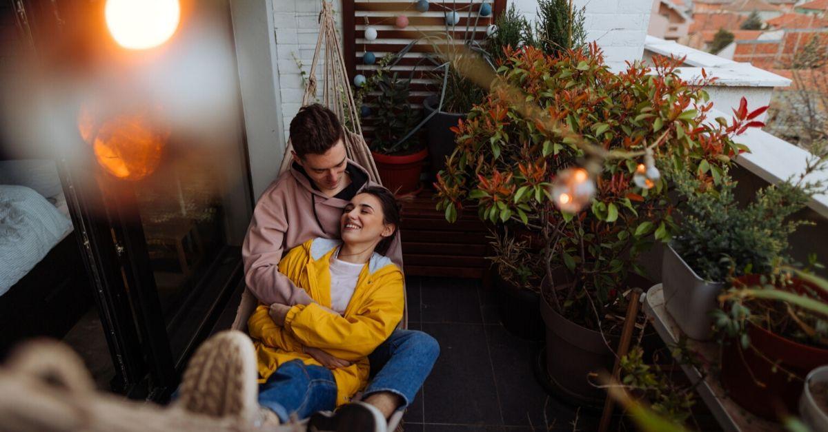 Ecco perché avrete bisogno di un'amaca poltrona sospesa sul balcone (o in giardino)