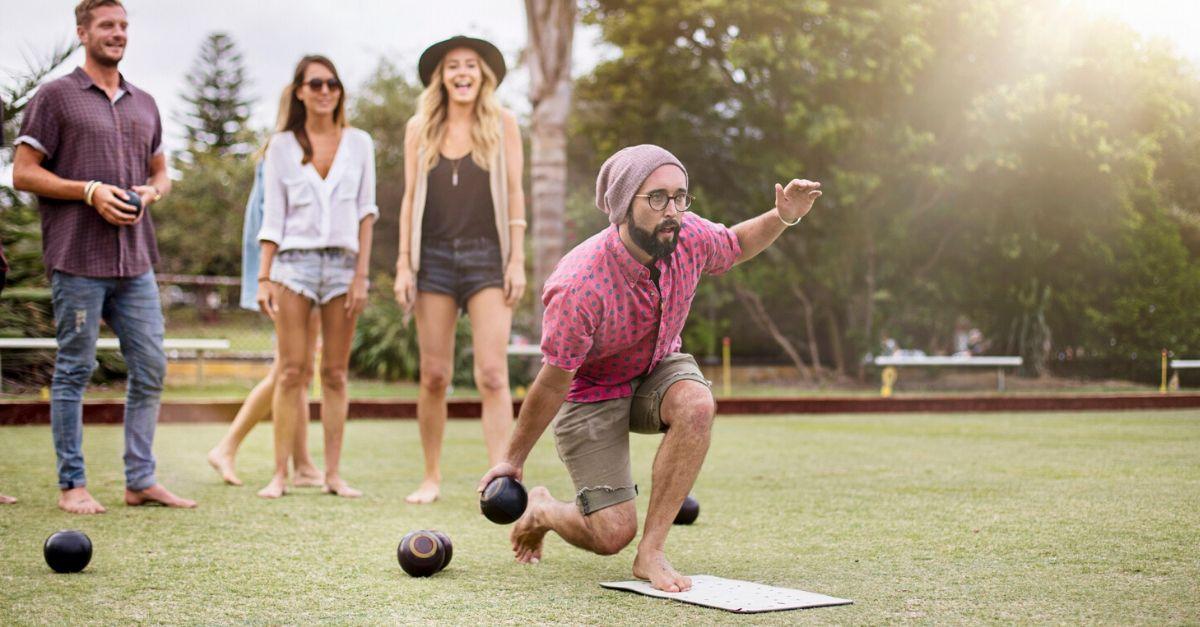 I giochi estivi da fare all'aperto questa estate (anche per gli adulti)