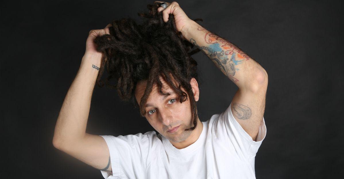 """La nuova canzone di Dj Shorty è un reggaeton estivo ispirato dal film """"Beetlejuice"""""""