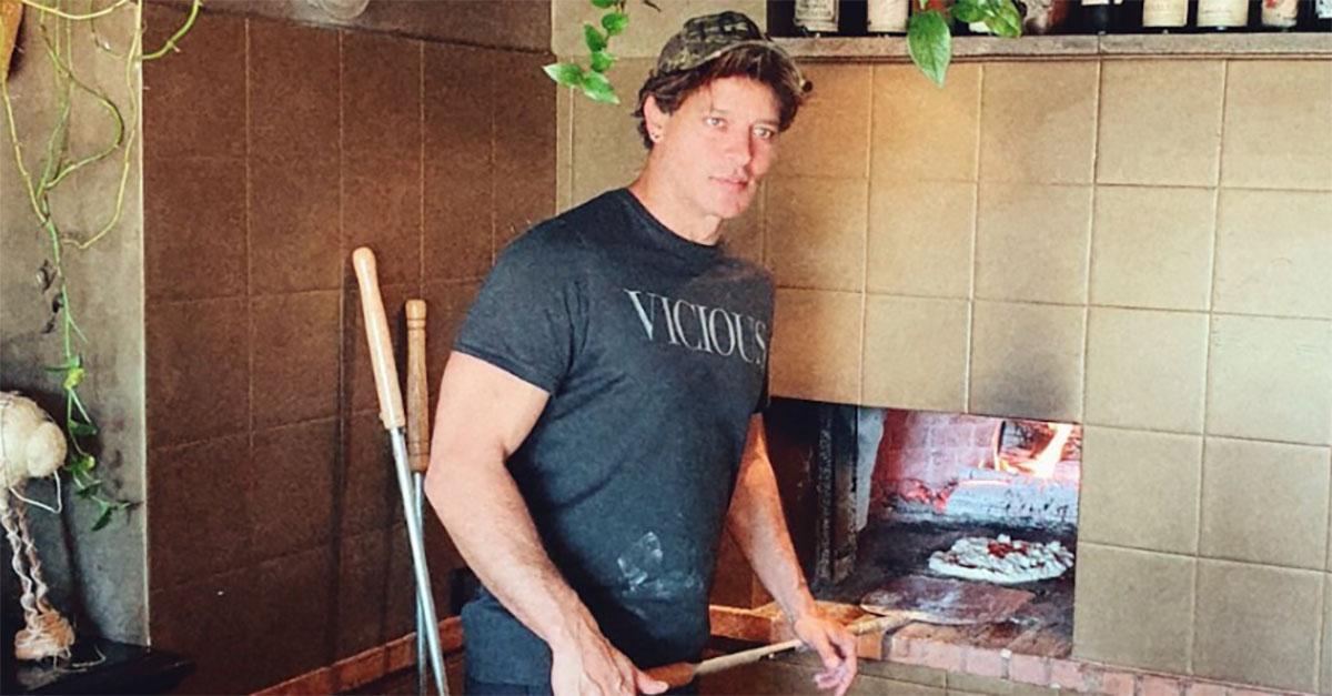"""""""Mettiti a fare pizze, ti riesce meglio"""". La risposta di Gabriel Garko all'hater conquista i fan"""
