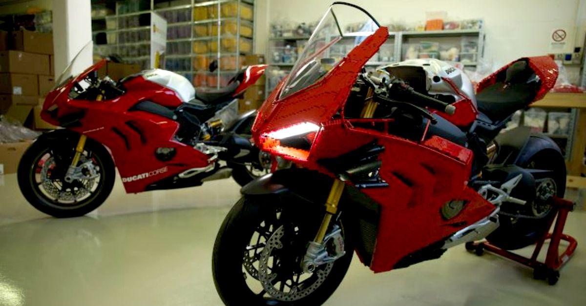 Una di queste è una Ducati Panigale V4R, l'altra è un pezzo unico ancora più speciale