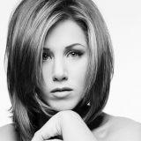 Emergenza Covid, Jennifer Aniston senza veli per raccogliere fondi