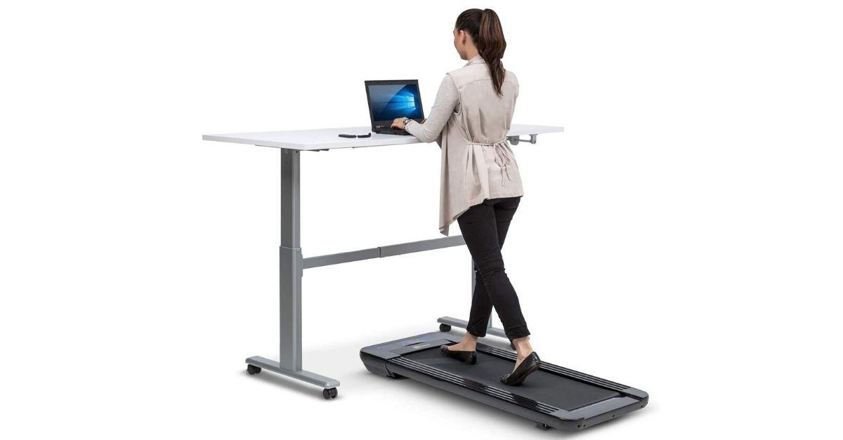 Il tapis roulant da scrivania per allenarsi mentre si lavora al computer