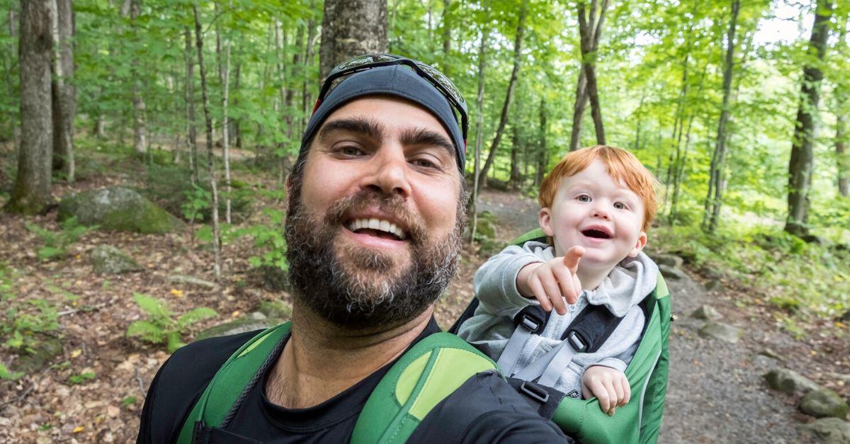 Zaino da trekking porta bambino, per le vacanze smart dell'estate 2020