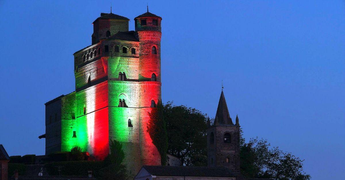 Nella terra dei vini più famosi del mondo il castello diventa ogni sera un Tricolore