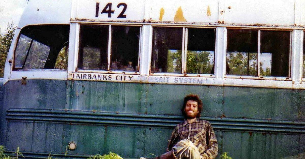 """Alaska, rimosso l'autobus di """"Into The Wild"""": il video in volo sulle terre selvagge"""