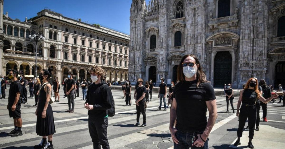 Ecco i cantanti scesi in piazza per chiedere al governo maggiori diritti per i loro staff