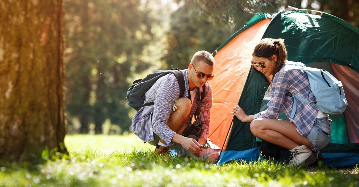 Con la tenda da campeggio potrete dormire in montagna o in riva al lago