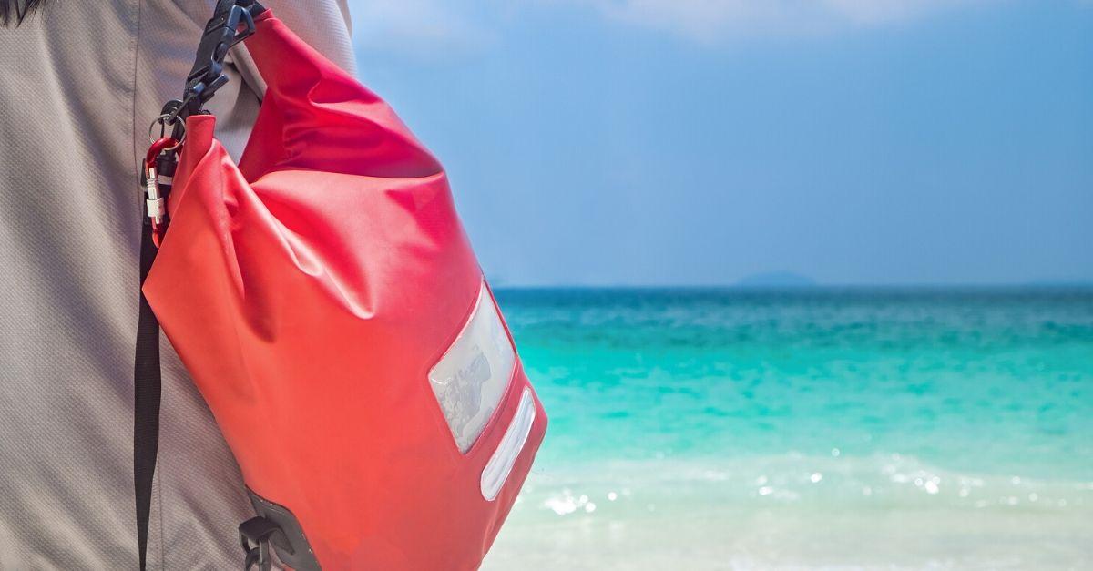 Come proteggere i propri beni in vacanza: la sacca impermeabile