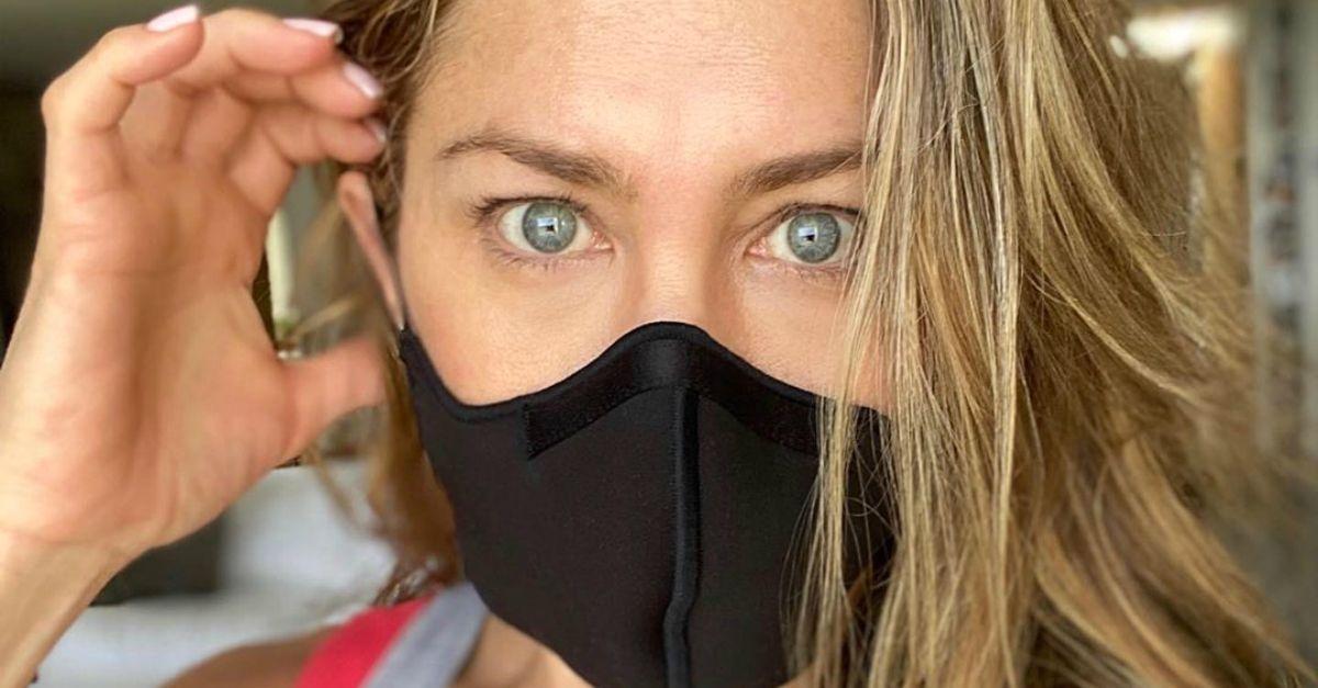 Jennifer Aniston ha qualcosa da dire a chi non vuole usare la mascherina perchè scomoda