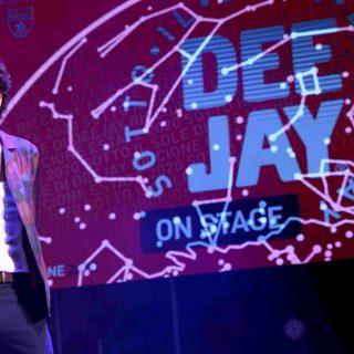 """Deejay On Stage, Ghemon porta """"Rose Viola"""" e """"Un temporale"""" sul palco di Riccione"""
