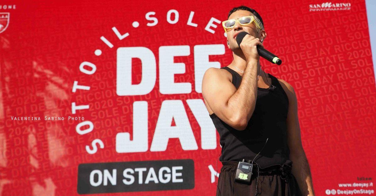 """Deejay On Stage: Mahmood live con """"Dorado"""" e l'intervista di Rudy Zerbi"""