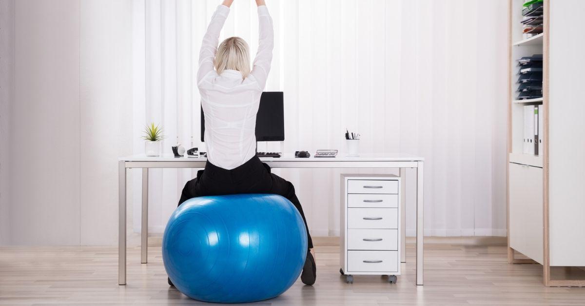 Se passate tante ore al giorno seduti forse dovreste farlo su una palla