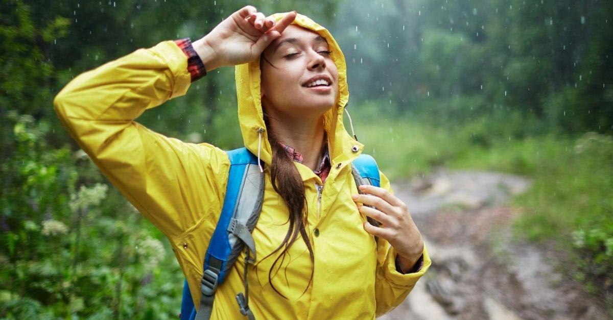 La giacca leggera antipioggia e antivento utile anche per fare sport