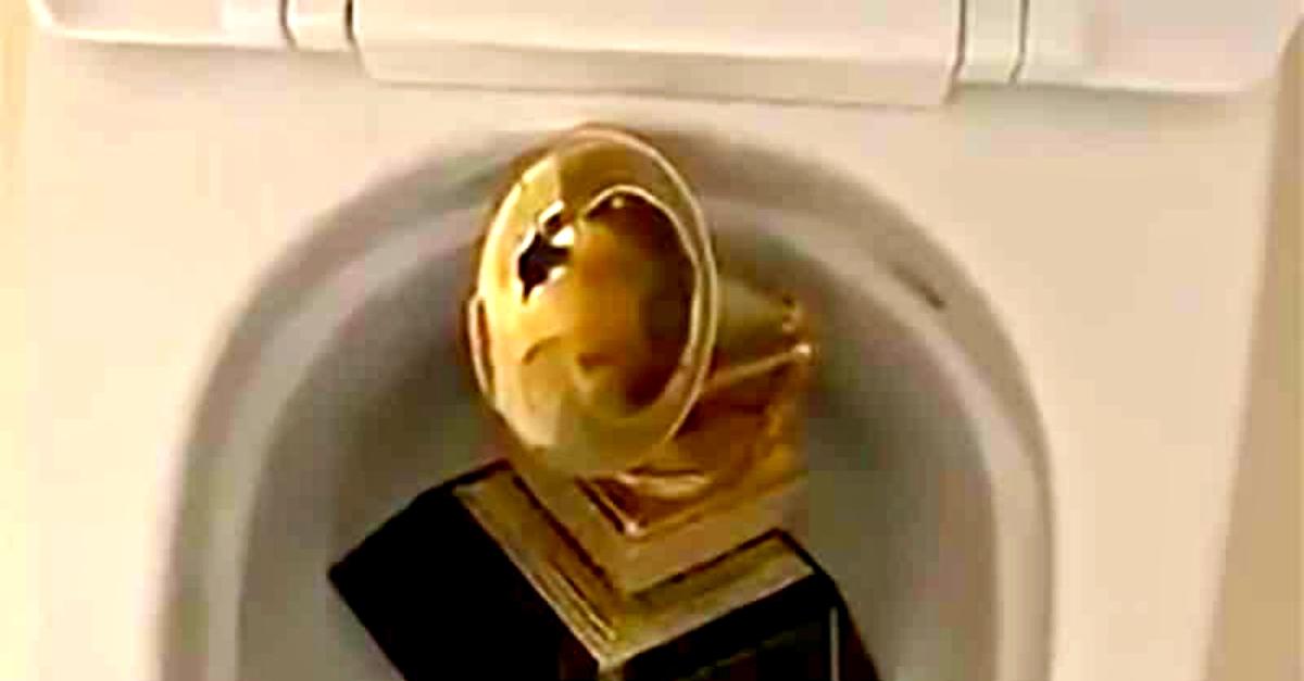 Grammy nel water: il gesto della star americana alimenta voci sulla sua salute mentale