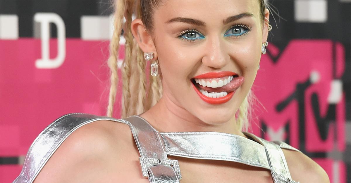 """Miley Cyrus, addio alla dieta vegana: """"Ero malnutrita. Il mio cervello non funzionava a dovere"""""""