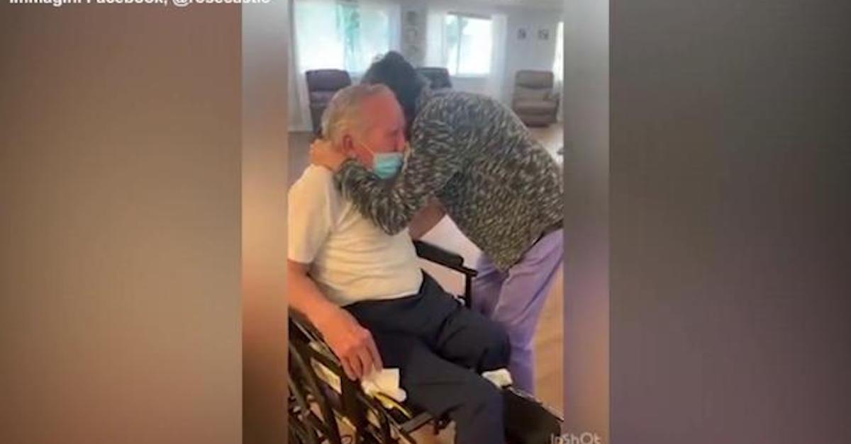 Coppia di 80enni separata dal coronavirus. L'abbraccio dopo 215 giorni