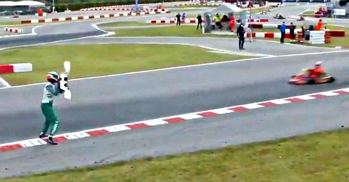Go Kart, follia del pilota italiano: lancia un alettone al rivale in gara, poi la rissa