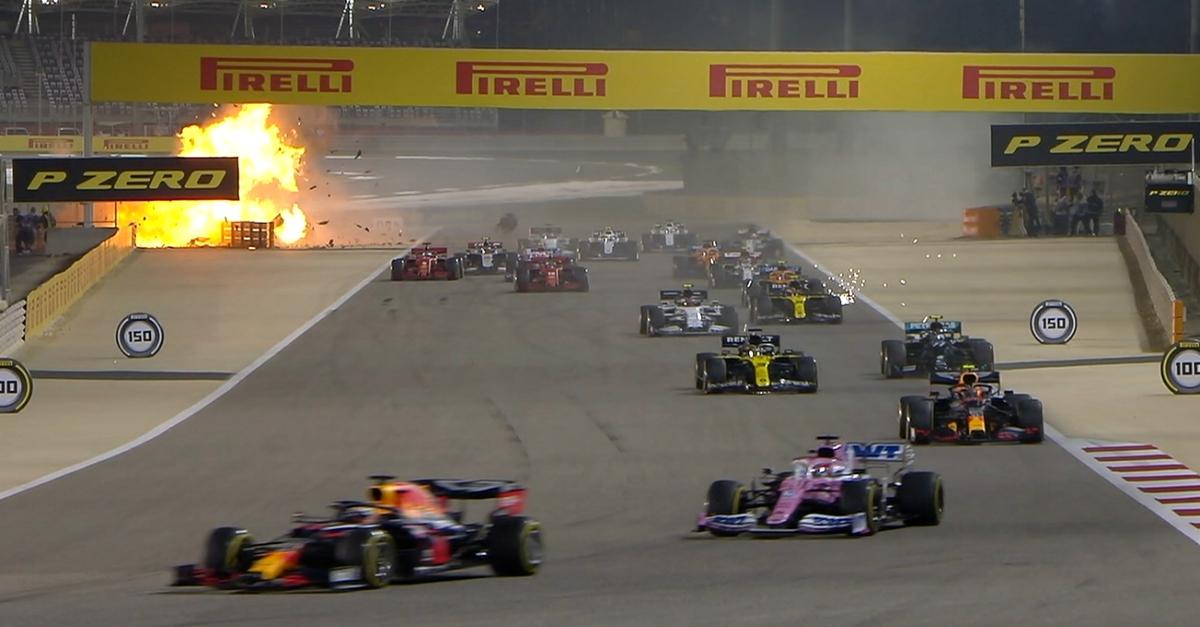 Terribile schianto in F1, l'auto si spezza ed esplode: il pilota salta fuori dall'inferno