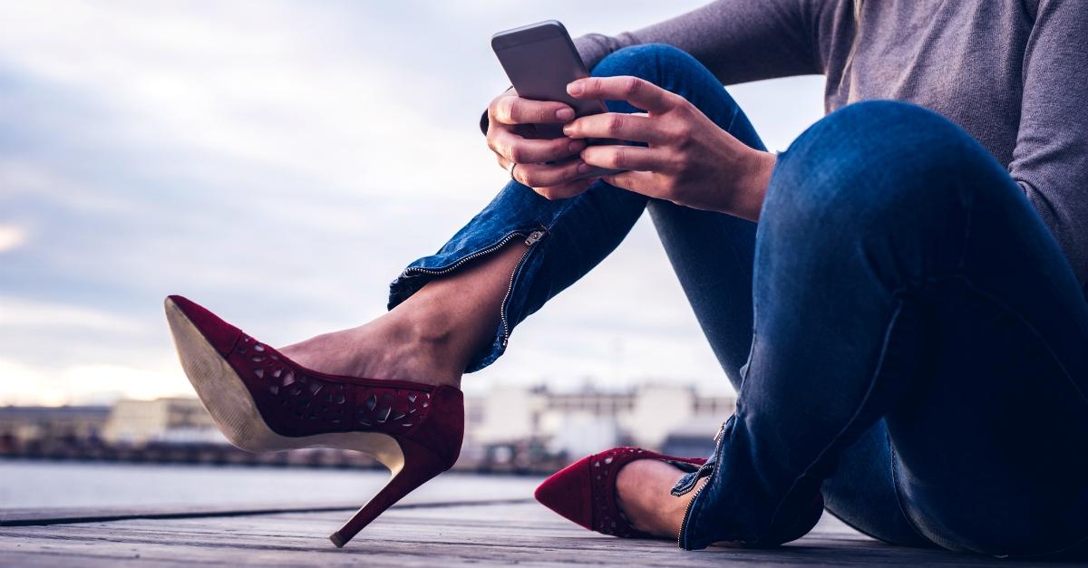 """Milf single di 46 anni ha 4 chat segrete con uomini impegnati: """"Loro tradiscono, io no"""""""