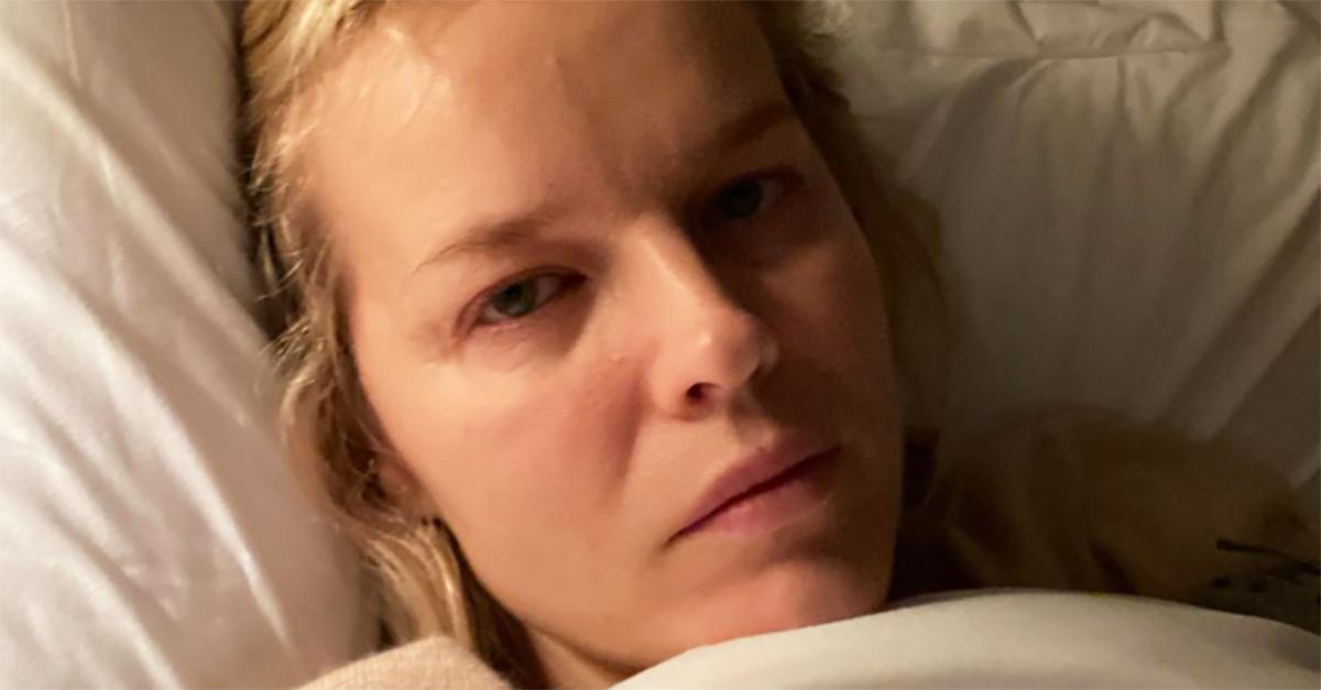"""Eva Herzigova positiva al covid: """"Ogni giorno nuovi sintomi"""". Il racconto della modella"""
