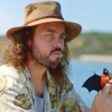 """""""Non si può viaggiare perchè qualcuno ha mangiato un pipistrello"""". Lo spot irrita la Cina"""