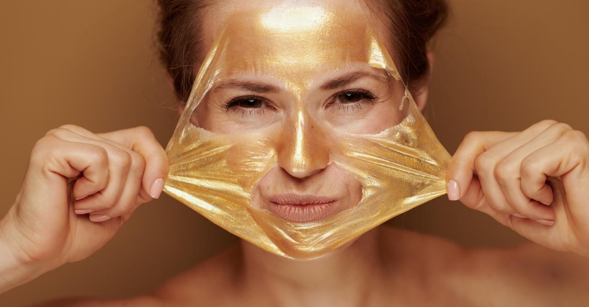 Maschera viso all'oro: buona per Instagram e per la pelle. Ecco il nostro set preferito