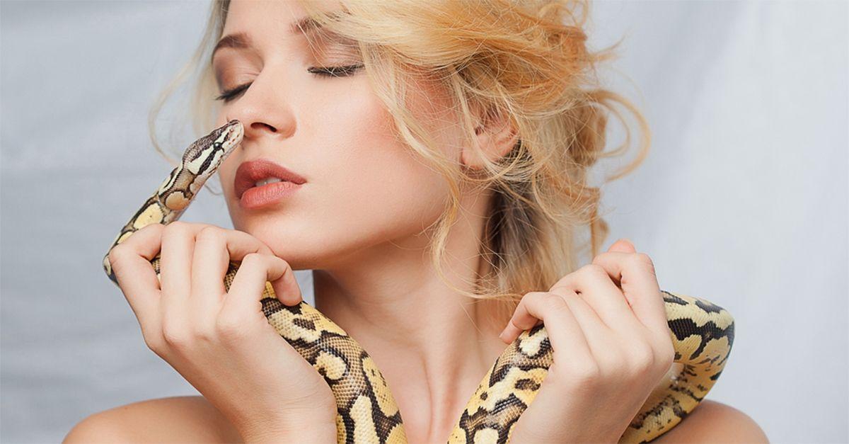 La paura ti fa bella: ecco il massaggio con i serpenti (commentato da Luciana Littizzetto)