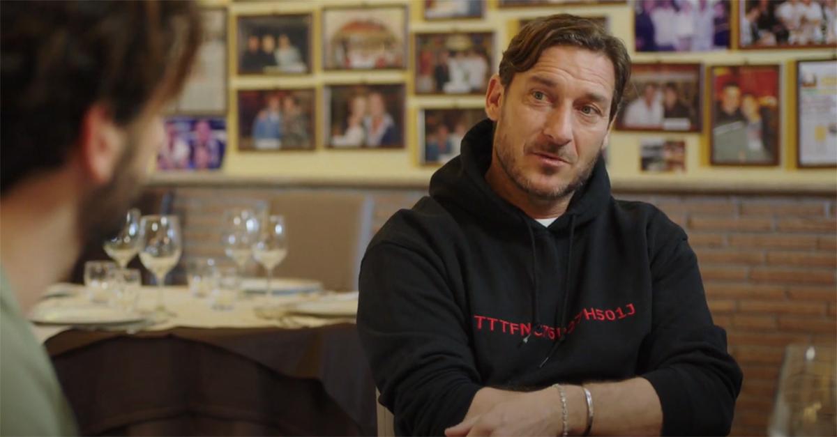 """Totti racconta il primo appuntamento con Ilary Blasi: """"Mi ammaccò lo sportello della Ferrari"""""""