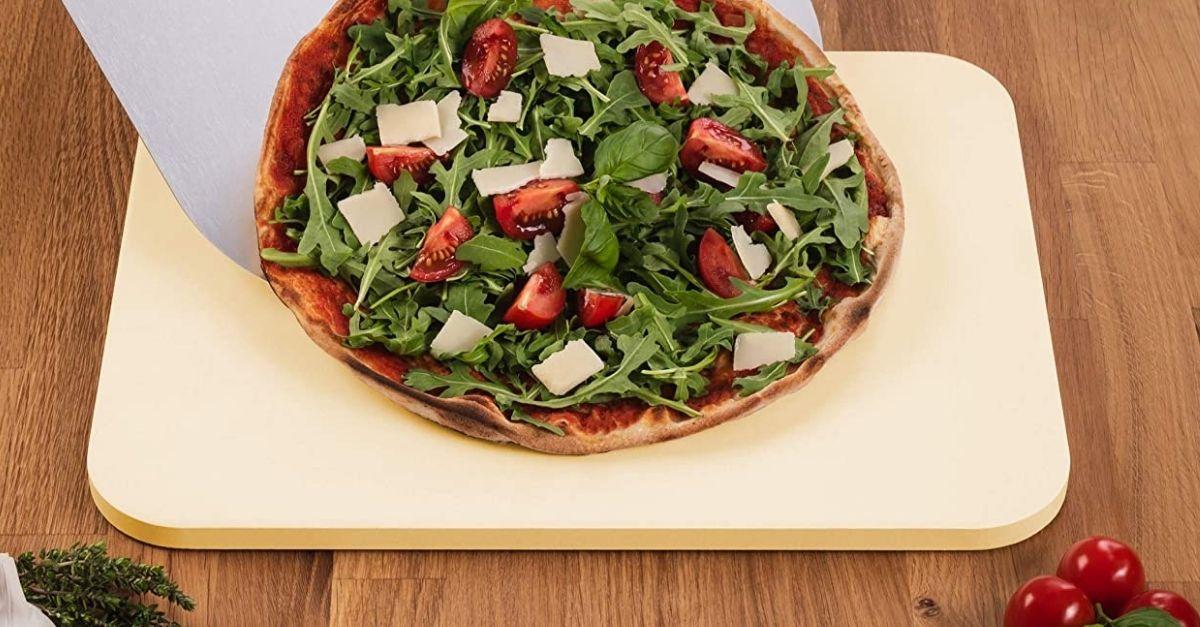 È tornato il momento di tirare fuori la pietra refrattaria per la pizza perfetta fatta in casa