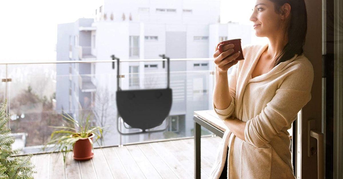 Smart working sul balcone? Sì, con il tavolo che si appende