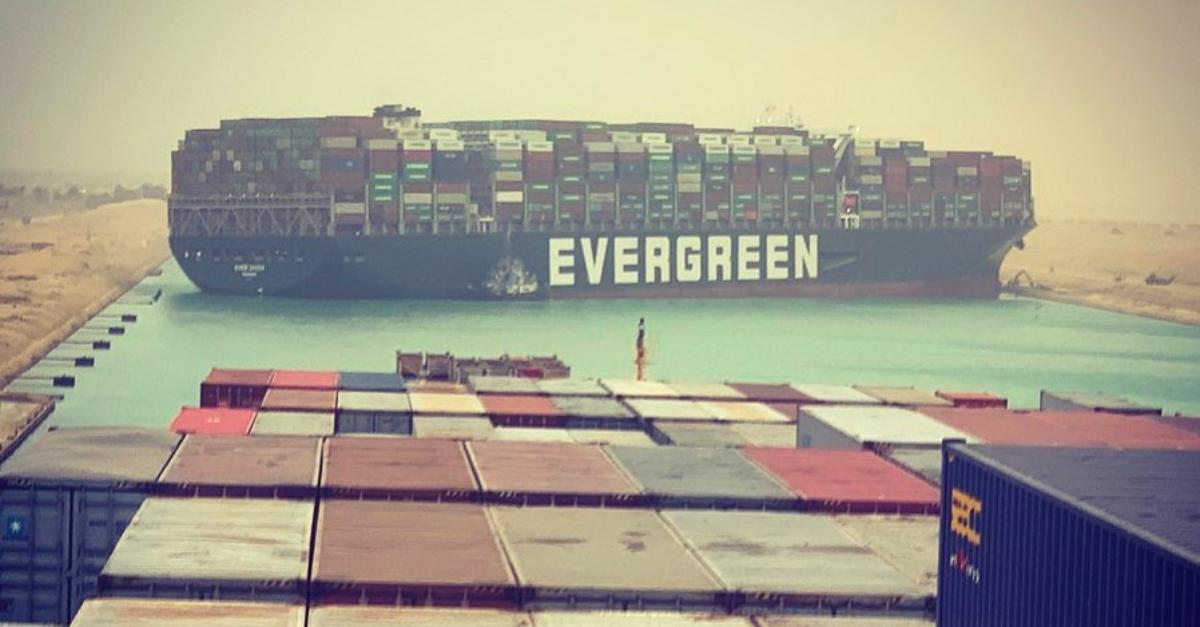 Canale di Suez bloccato: il racconto dell'incidente a Deejay Chiama Italia