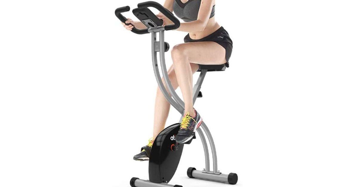 La cyclette per allenarsi in casa, davanti alla tv, che occupa pochissimo spazio