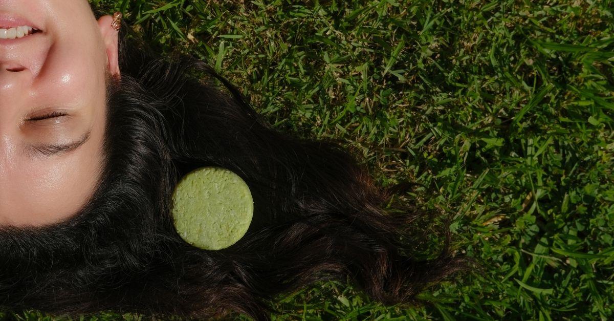 Lo shampoo solido: facile da usare e zero rifiuti