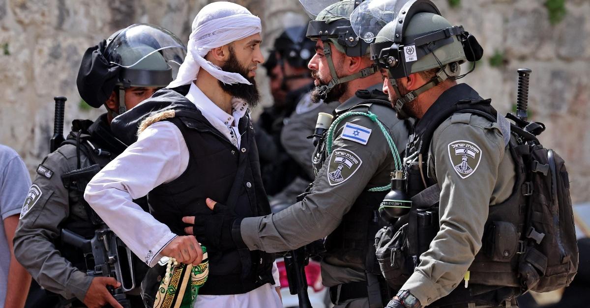 Israele e Palestina, perchè è ripartita la guerra? Linus racconta com'è nata la crisi