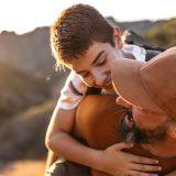 Mio figlio mi ignora e preferisce il padre, cosa fare? La psicologa risponde