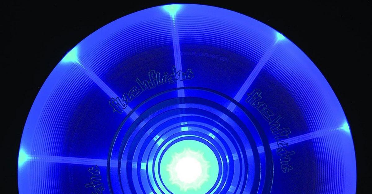 Il frisbee luminoso perfetto per giocare la sera