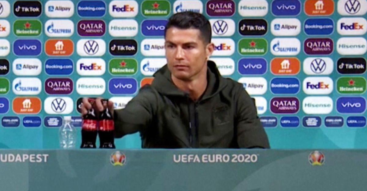 """Euro 2020, la Uefa non esclude multe per chi sposta le bottiglie: """"Sponsor importanti"""""""