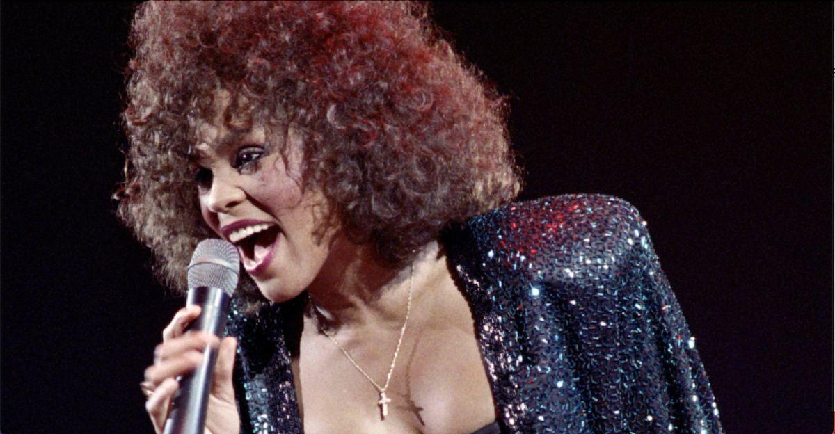 "Quando ""I Wanna Dance with Somebody"" rese Whitney Houston la regina del pop soul"